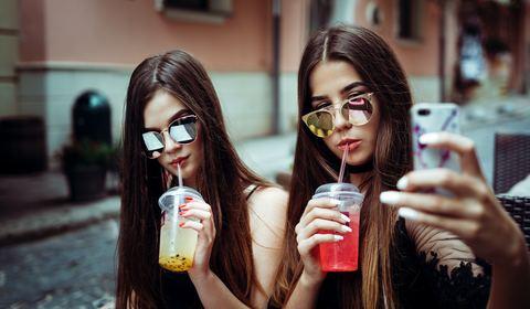 teens_drinking_bubble_tea_480x280
